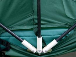 Detaljbild på fästen till trampolintält