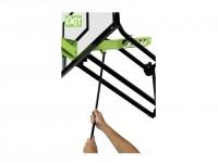 Detaljbild över hur den väggmonterade basketkorgen höjs och sänks